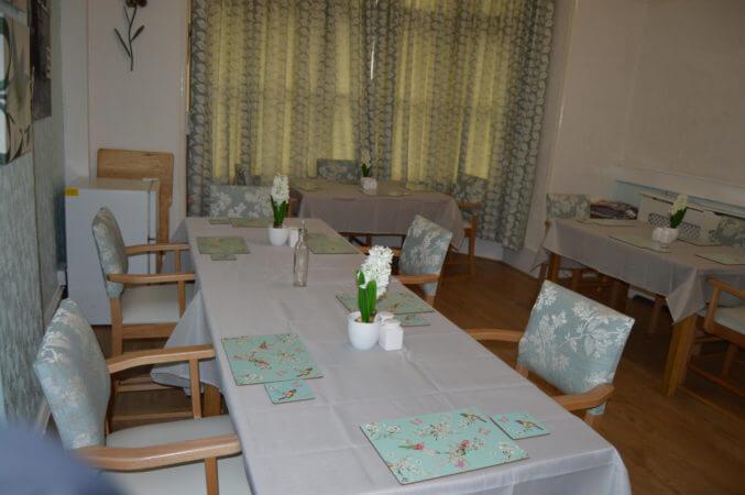 elegant-care-home-dining